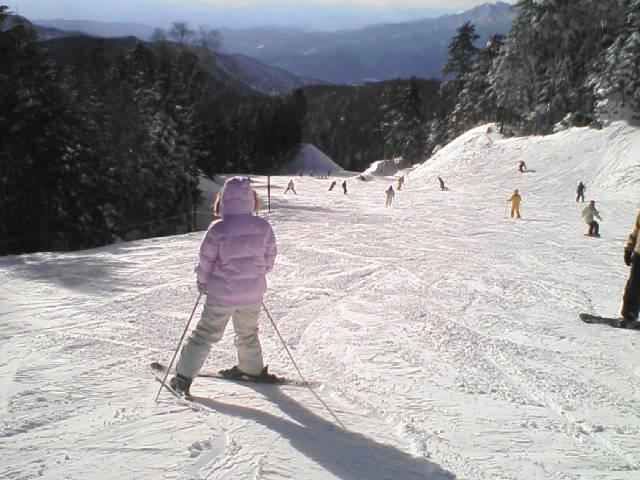 """""""スノースマイルな地""""でスキー"""